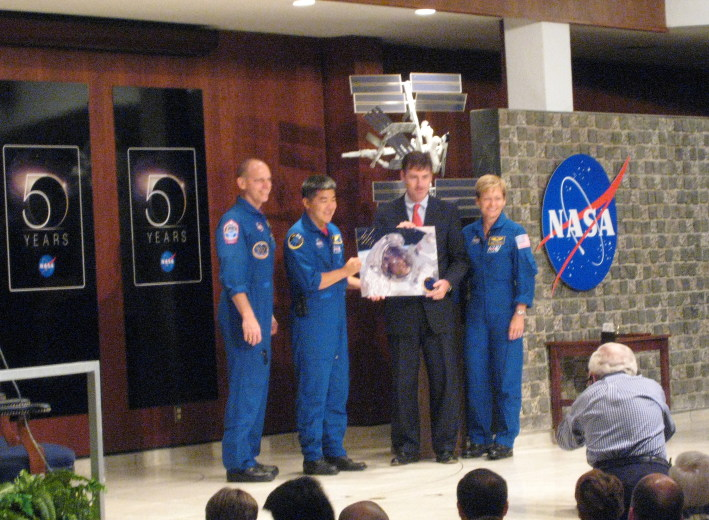 Expedition 15 and 16 Crew Members Visit MSFC